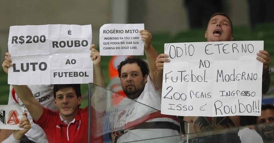 Torcedores do São Paulo protestam contra o preço do ingresso de visitante no Allianz Parque