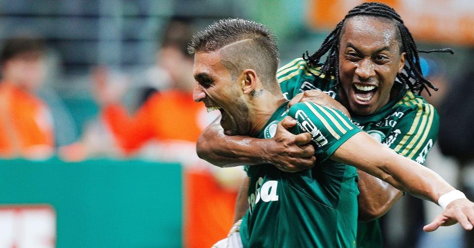 Rafael Marques comemora o terceiro gol marcado na vitória do Palmeiras sobre o São Paulo por 3 a 0