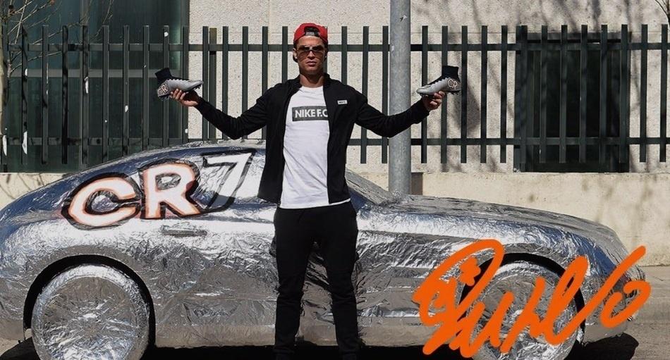 Carro de Quaresma foi coberto de papel alumínio por Cristiano Ronaldo, que vai estrear chuteira prateada no próximo jogo