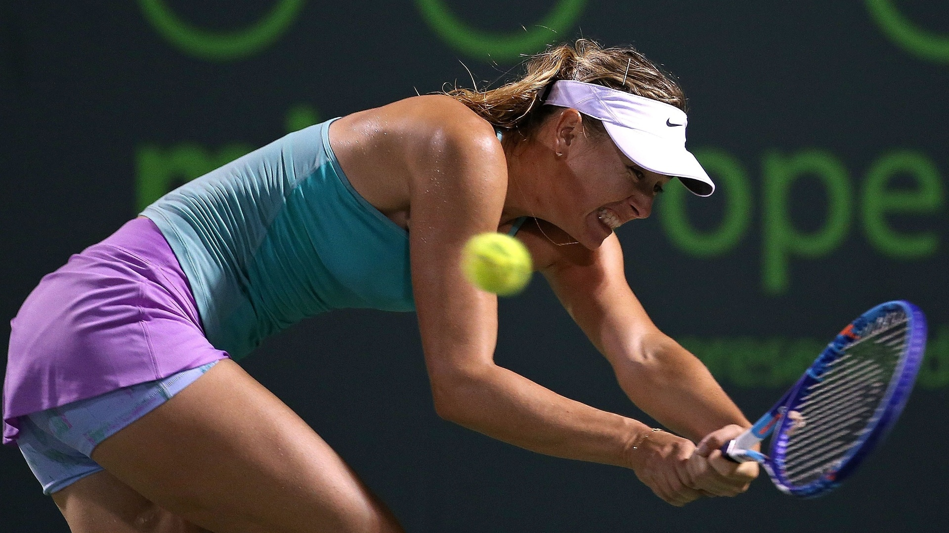 Maria Sharapova devolve bola na derrota em sua estreia em Miami