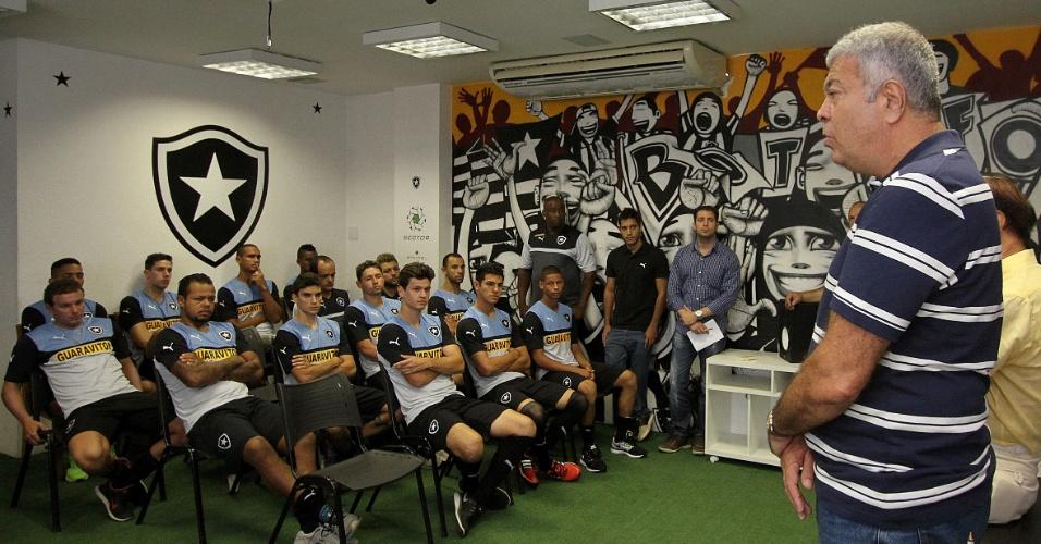 Vice de futebol, Antônio Carlos Mantuano conversa com elenco do Botafogo