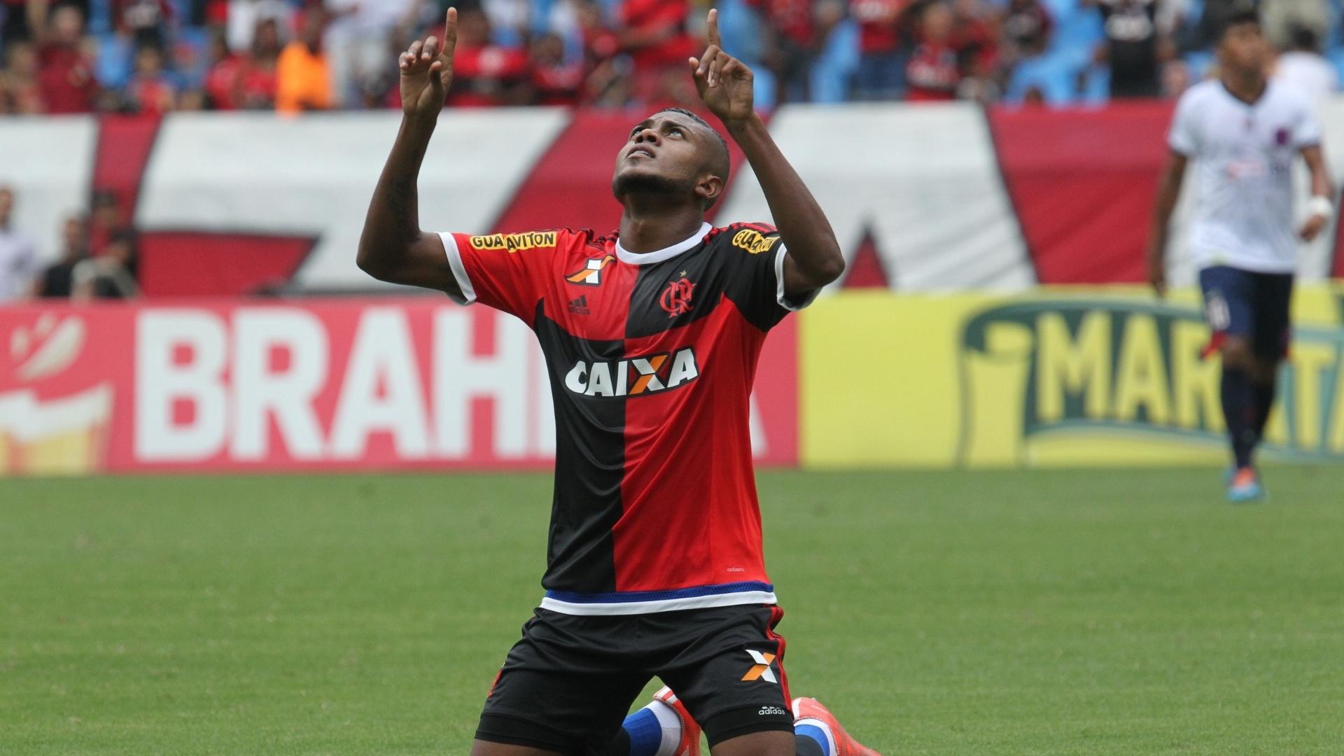 Marcelo Cirino comemora o primeiro gol na vitória por 2 a 0 do Flamengo sobre o Bonsucesso