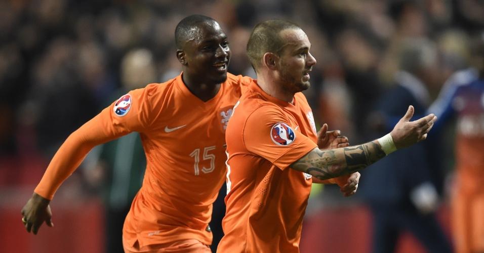 Wesley Sneijder comemora o gol de empate da Holanda em casa contra a Turquia pelas eliminatórias da Euro 2016