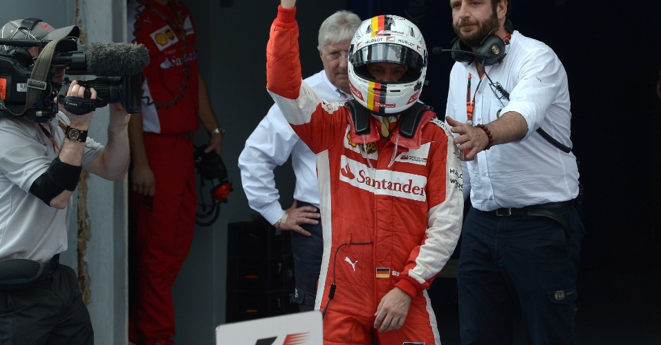 29.mar.2015 - Sebastian Vettel comemora após vencer o GP da Malásia