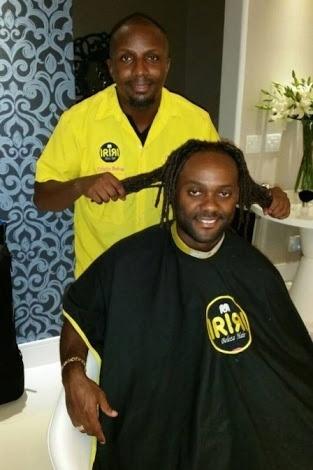 31.mar.2015 - Vagner Love muda de visual: na foto, com o cabeleireiro Iriri.