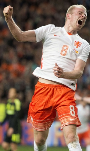 Davy Klaassen comemora gol marcado pela Holanda contra a Espanha