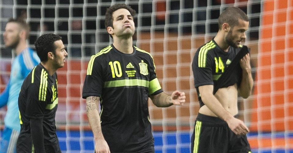 Jogadores da Espanha lamentou segundo gol sofrido contra a Holanda