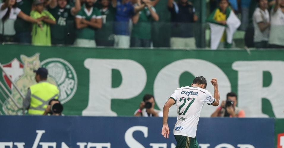 Robinho comemora seu gol, o terceiro do Palmeiras na vitória por 3 a 1 sobre o Mogi Mirim