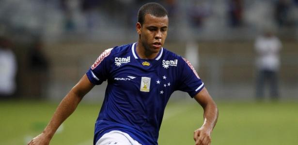 Apesar do momento oscilante, lateral direito Mayke recebe elogios de Marcelo Oliveira