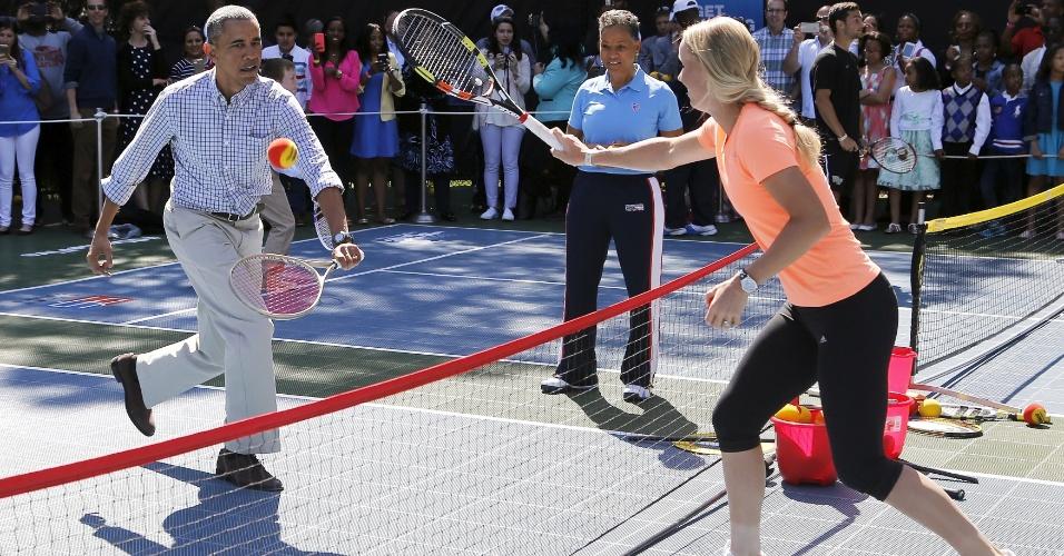 Roupa utilizada por Barack Obama contra Caroline Wozniacki não era a mais adequada para uma partida de tênis