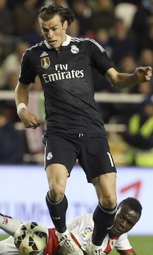 Gareth Bale tenta jogada contra o Rayo Vallecano