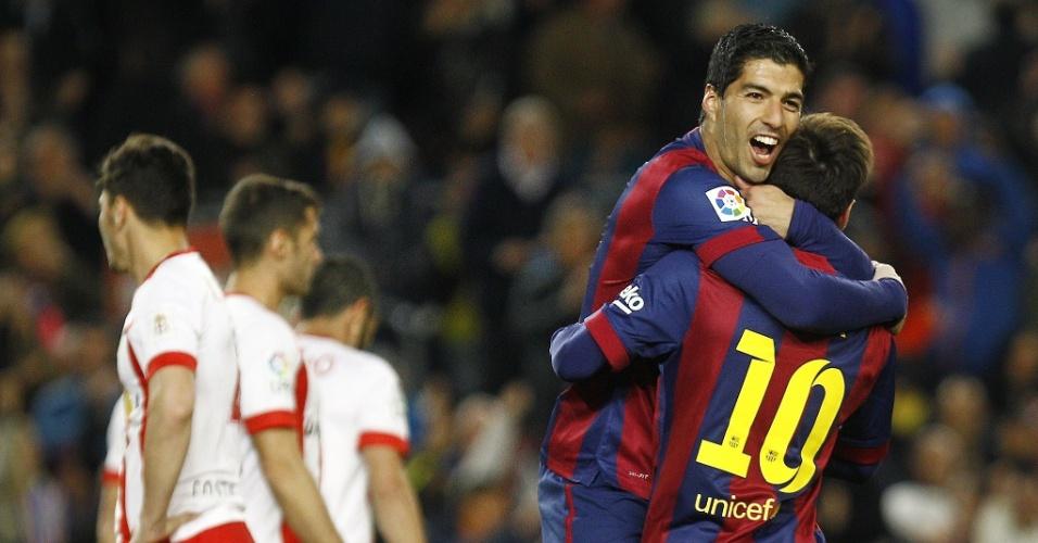 Suárez marca o segundo do Barcelona contra o Almería e comemora junto com Lionel Messi