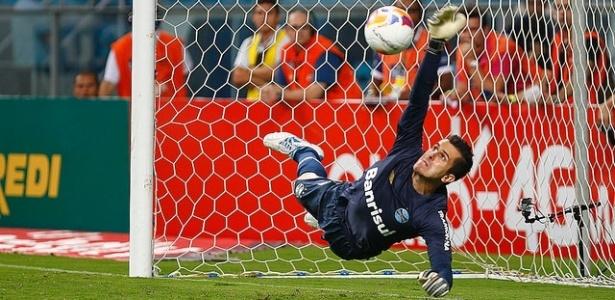Marcelo Grohe pegou dois pênaltis e garantiu a vitória do Grêmio sobre o NH