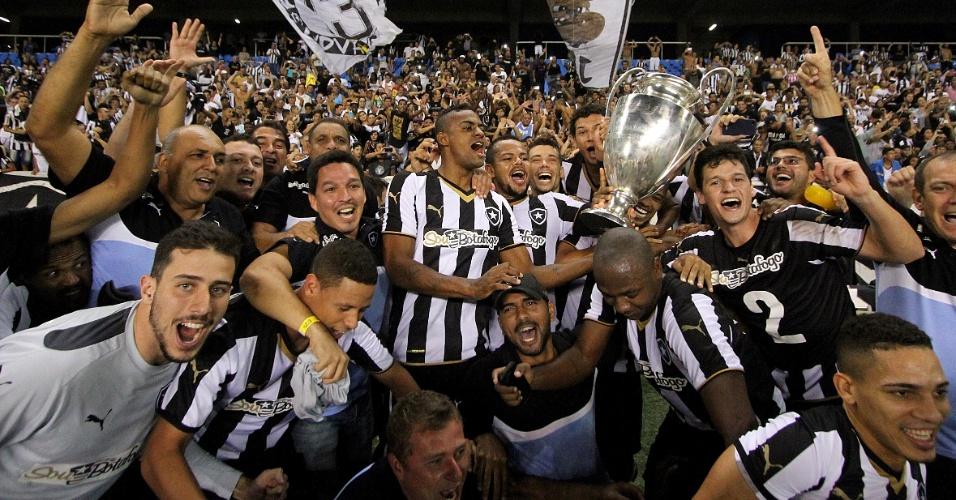 Botafogo levantou um réplica da Taça Guanabara após faturar título nesta quarta
