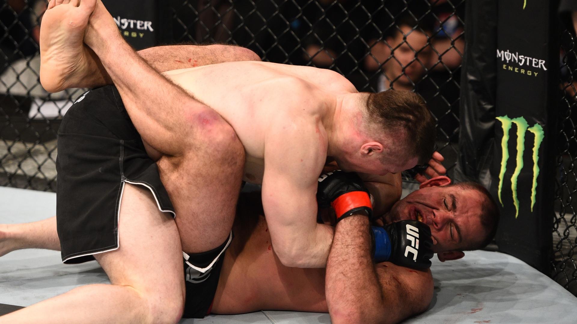 Crop Cop virou, castigou e nocauteou Gabriel Napão na luta principal do UFC Polônia