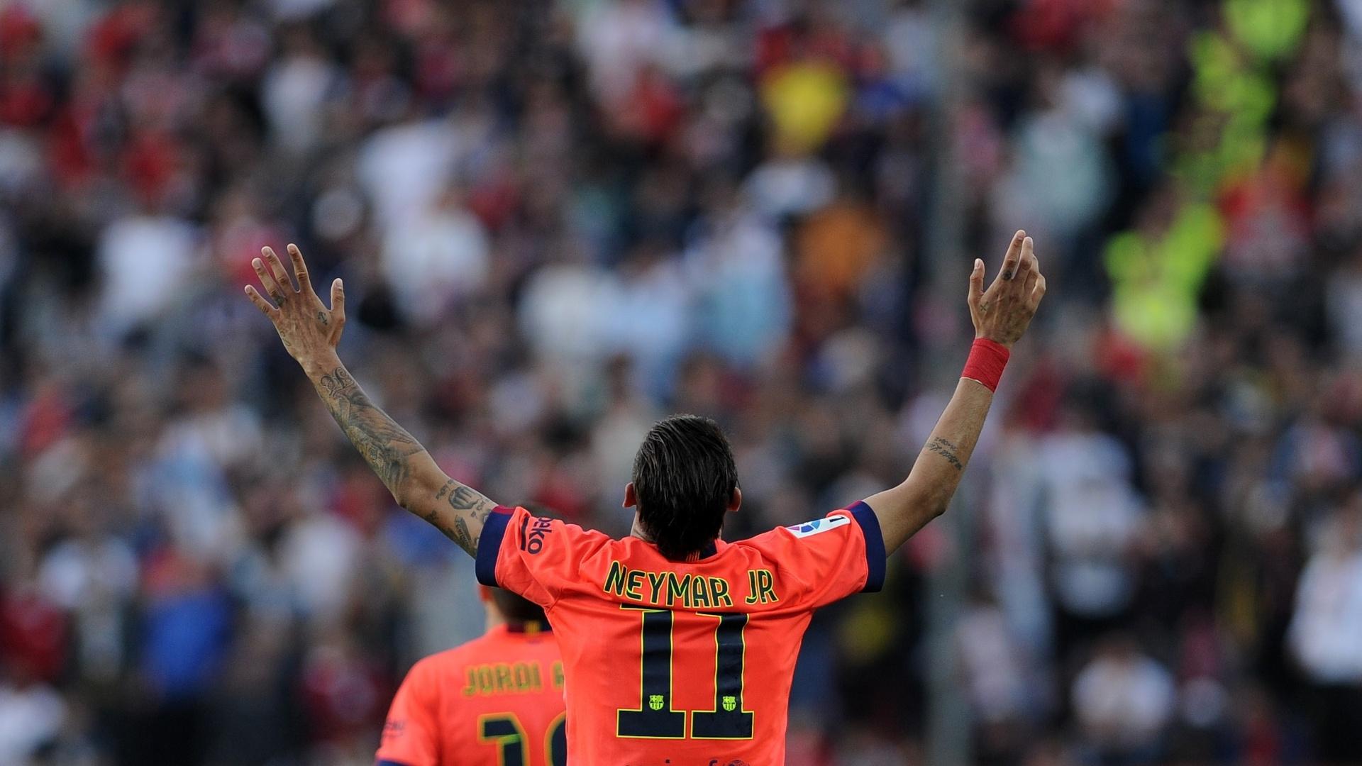 Neymar comemora gol de falta marcado na partida Barcelona e Sevilla, no Campeonato Espanhol
