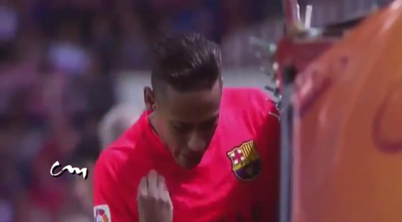 Neymar esbraveja ao ser substituído no jogo Sevilla 2 x 2 Barcelona