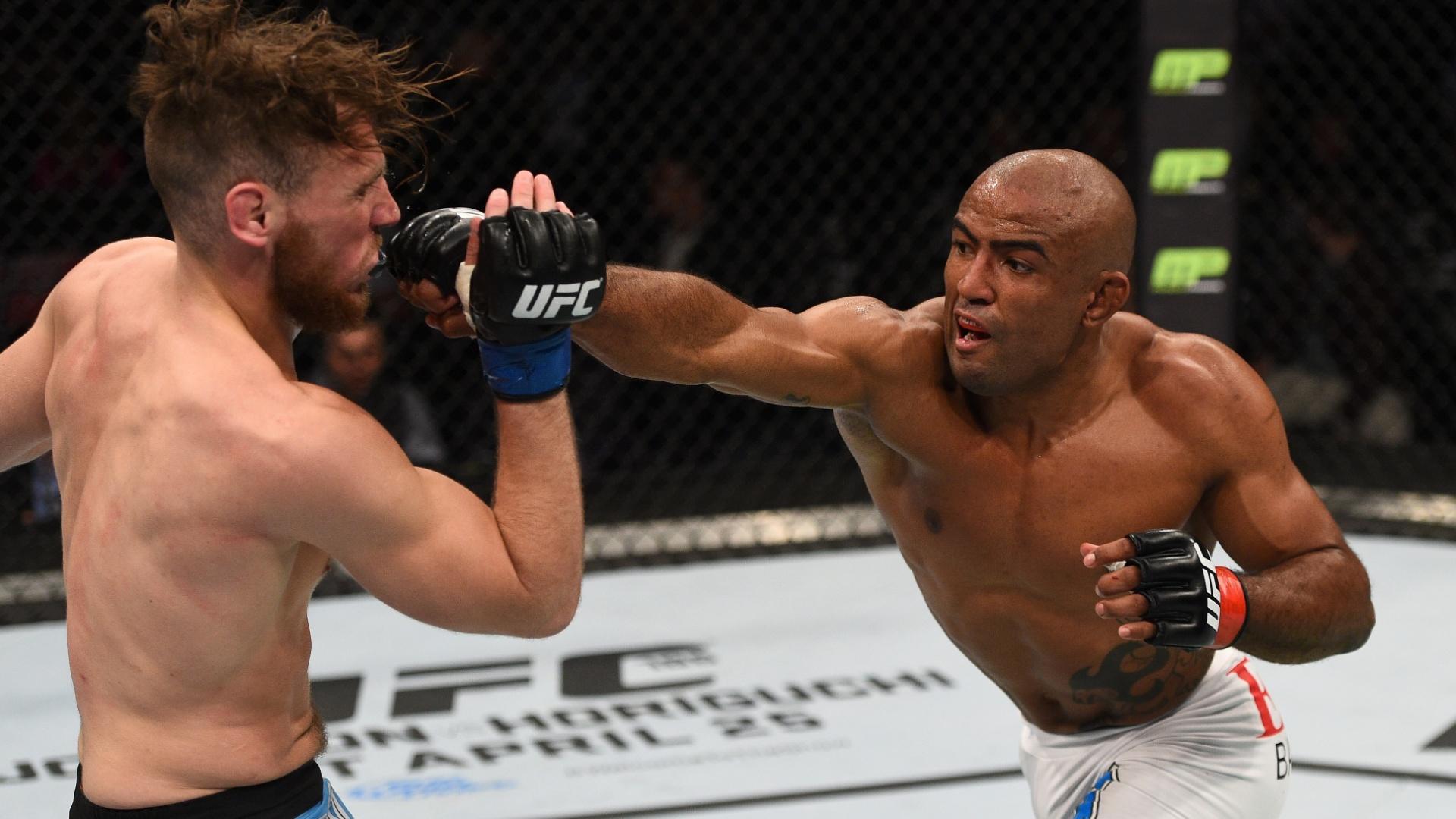 Serginho Moraes acerta francês Mickael Lebout em sua vitória no UFC Polônia