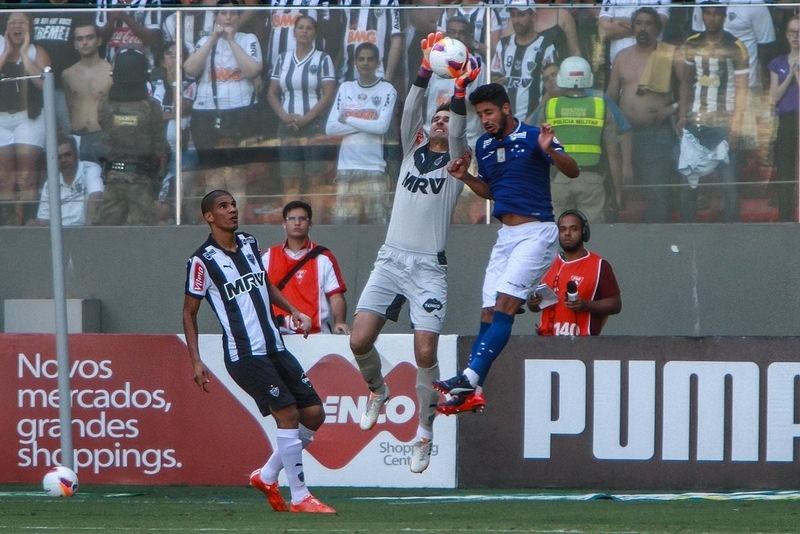 Expulsão de Leonardo Silva e não expulsão de Léo geraram reclamações por parte dos atleticanos