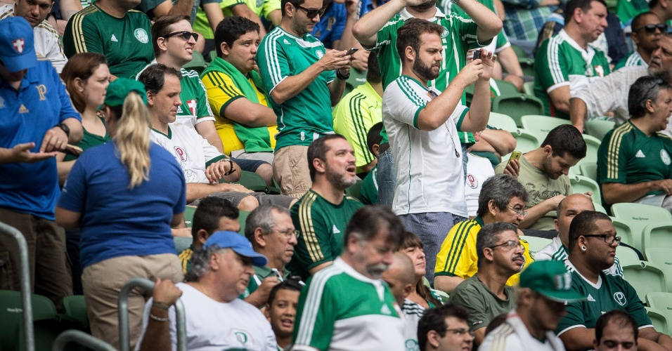 Torcida comparece em peso ao Allianz Parque, apesar do horário do jogo