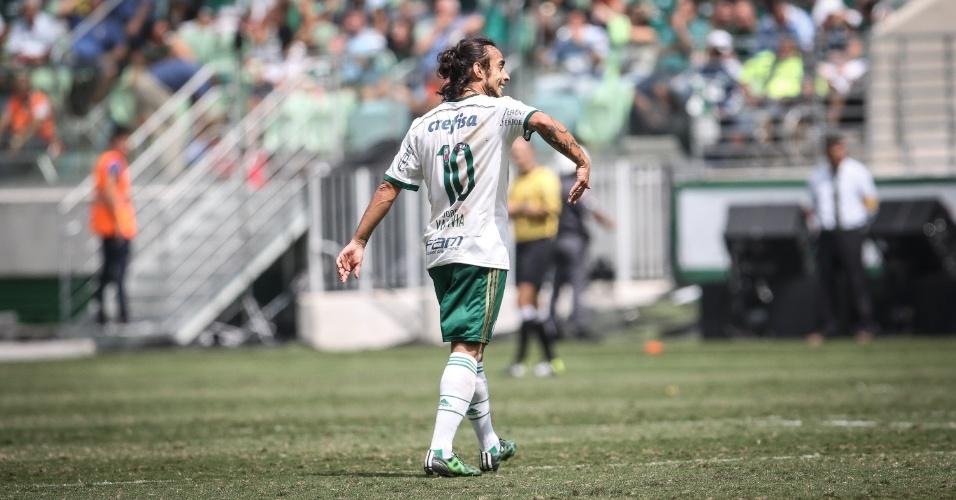 Valdivia iniciou a jogada do gol da vitória, marcado por Leandro Pereira