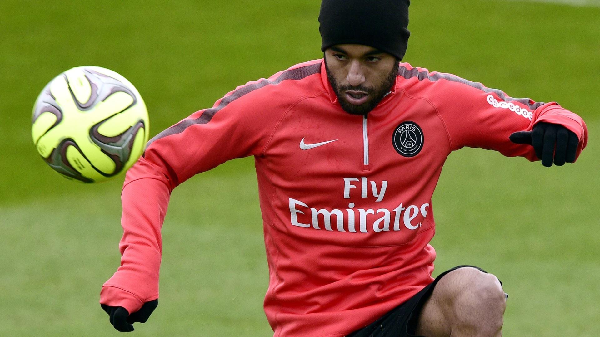 Após recuperação, Lucas participa de treino do Paris Saint-Germain antes de jogo contra Barcelona