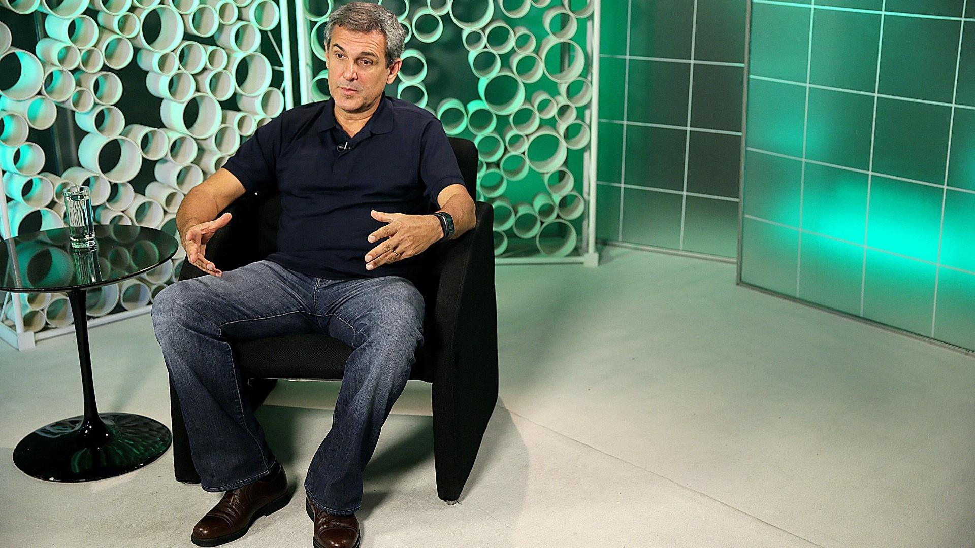 José Roberto Guimarães concede entrevista no estúdio do UOL, em São Paulo
