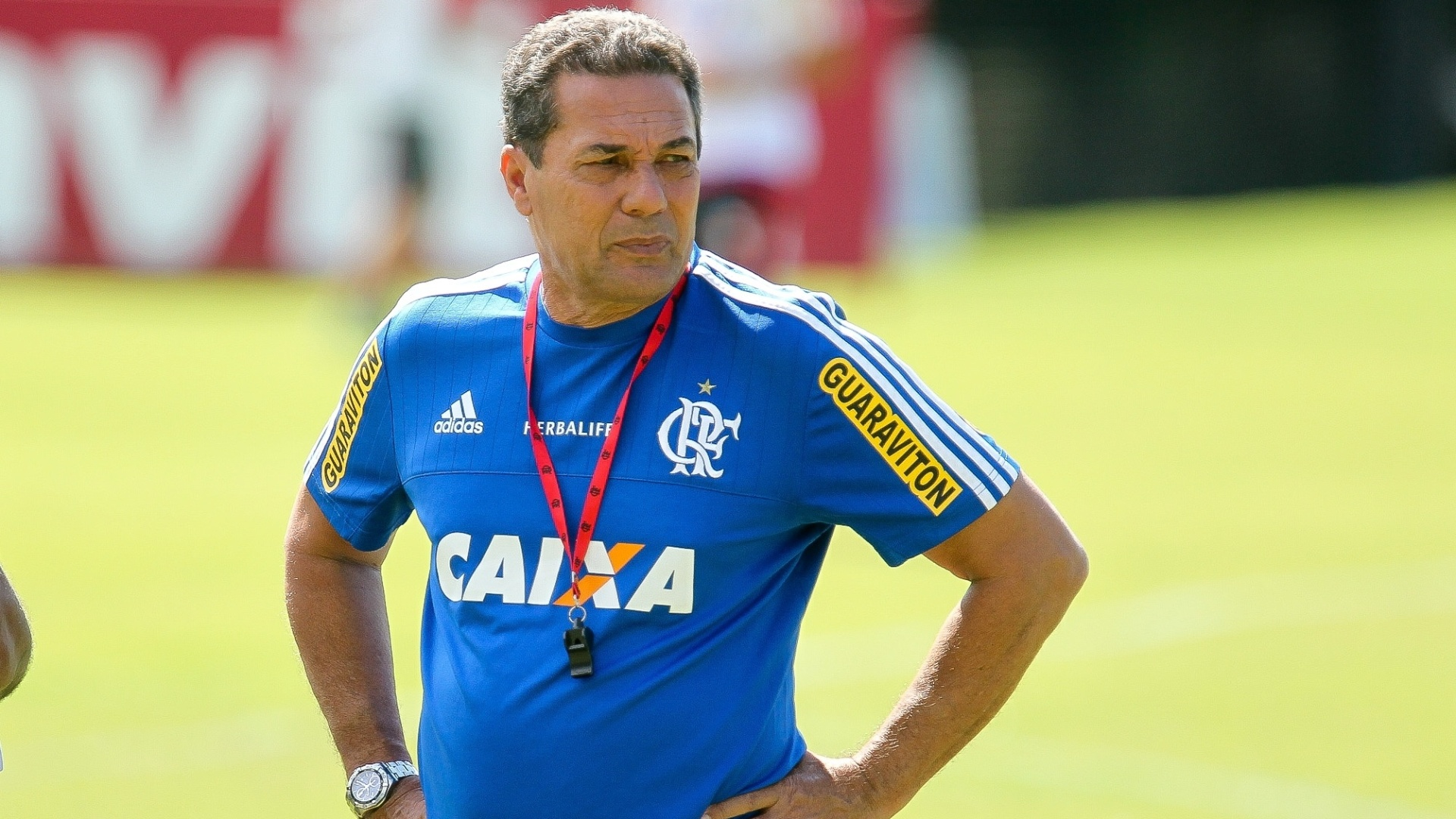 Vanderlei Luxemburgo observa treinamento do Flamengo no CT Ninho do Urubu