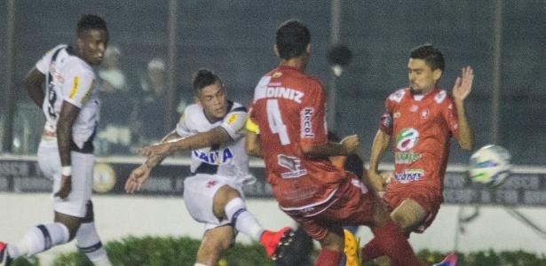 Bernardo cobra falta contra o Rio Branco: ele foi vaiado e deixou o campo chorando