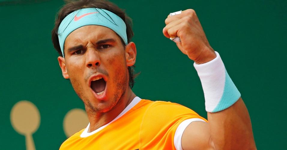 Rafael Nadal comemora sua vitória sobre John Isner pelas oitavas do Masters 1000 de Monte Carlo