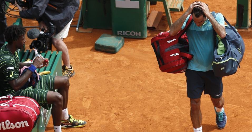 Roger Federer sai de quadra no Masters 1000 de Monte Carlo