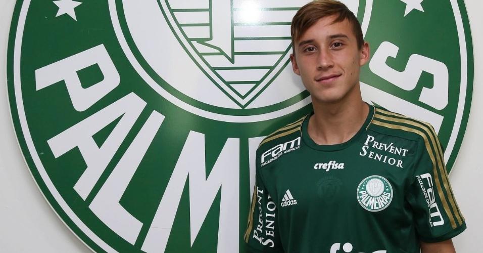 Arancibia posa para a foto com a camisa do Palmeiras