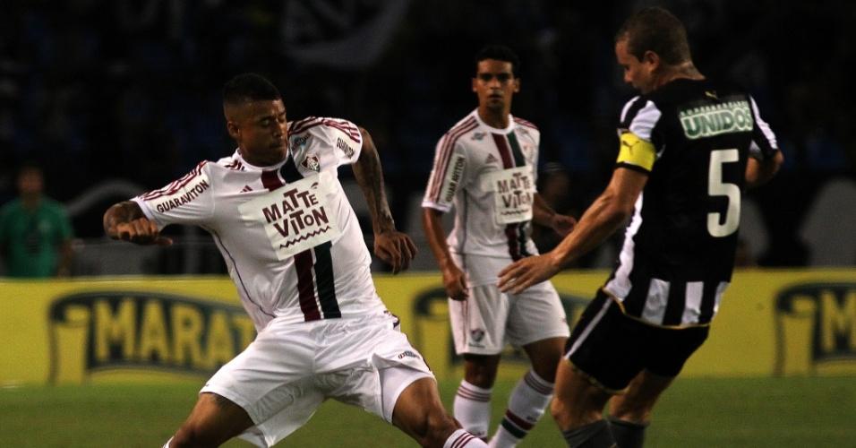 Marcelo Mattos em ação na partida Botafogo e Fluminense, válida pela semifinal do Campeonato Carioca