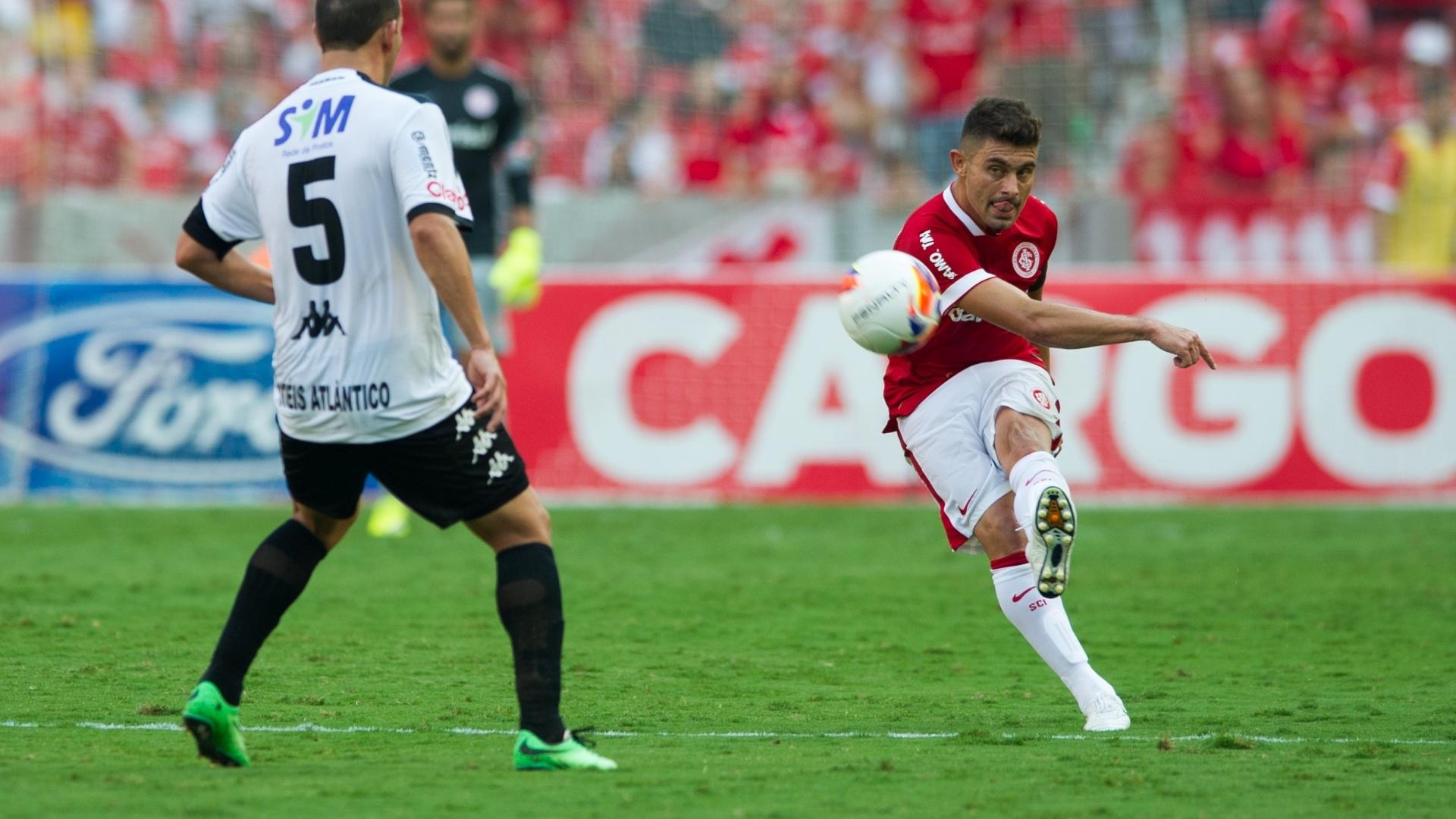 19 abr 2015 - Alex marcou um dos gols do Internacional contra o Brasil de Pelotas