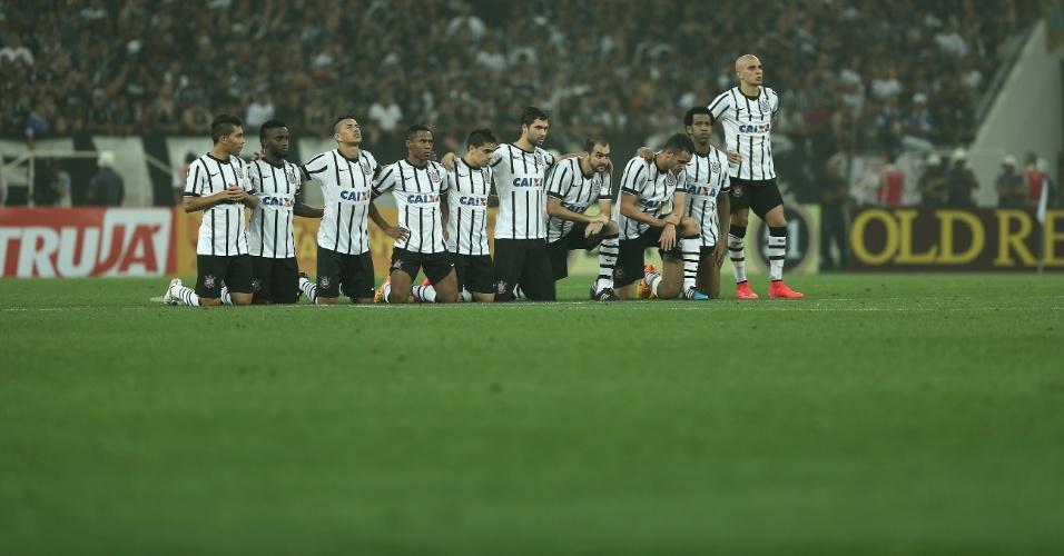 Jogadores do Corinthians durante a decisão por pênaltis contra o Palmeiras, na semifinal do Paulistão