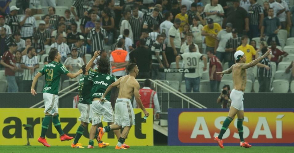 Jogadores do Palmeiras comemoram vitória sobre o Corinthians e passagem à final do Paulistão