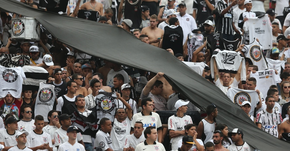Torcida corintiana no estádio para Corinthians x Palmeiras, na semifinal do Campeonato Paulista