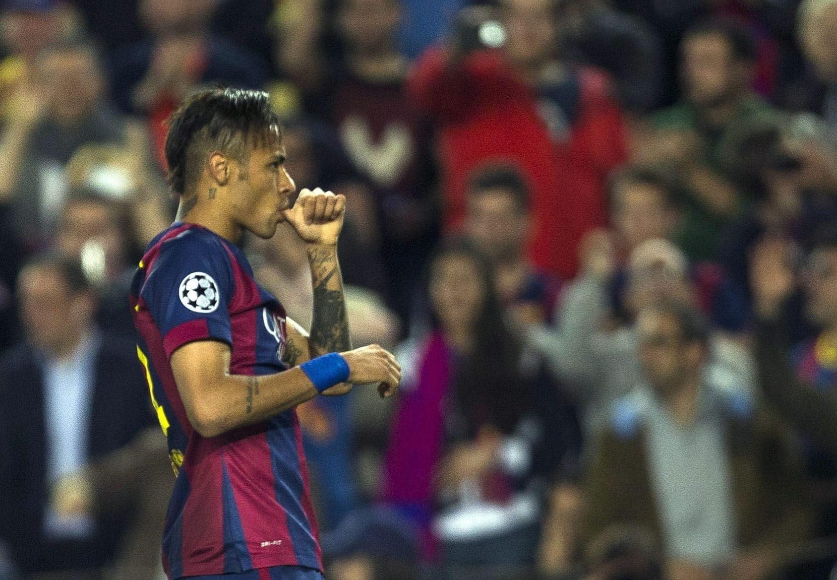 Neymar comemora o seu primeiro gol marcado contra o PSG, na Liga