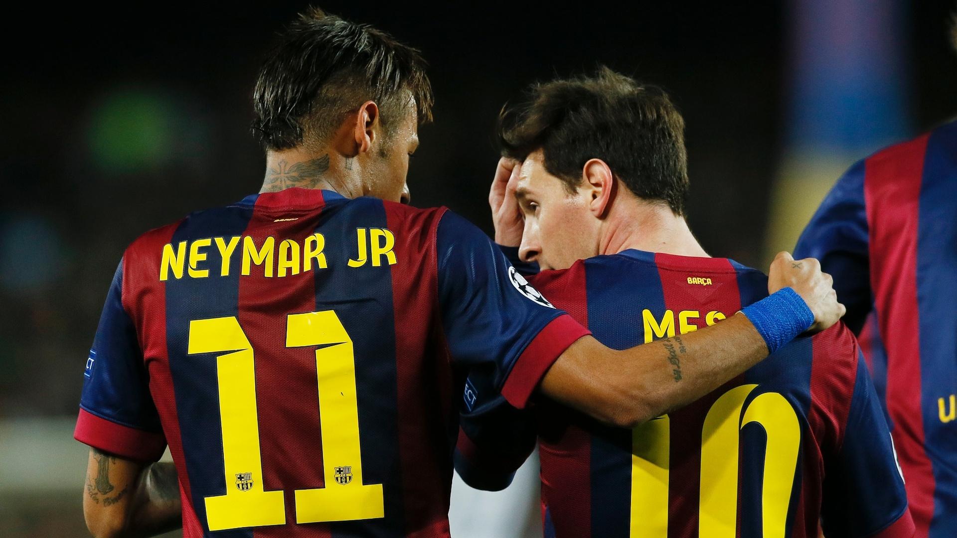 Neymar e Messi comemoram o segundo gol do Barcelona contra o PSG, na Liga