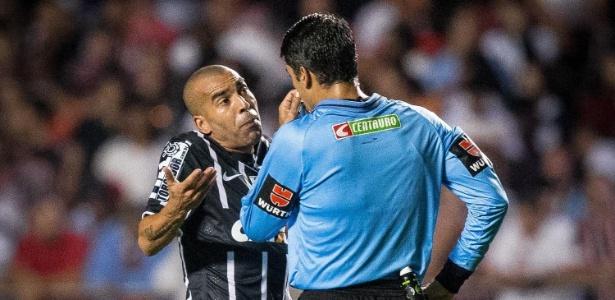 Suspenso, Sheik não atua no Paraguai e aguarda julgamento