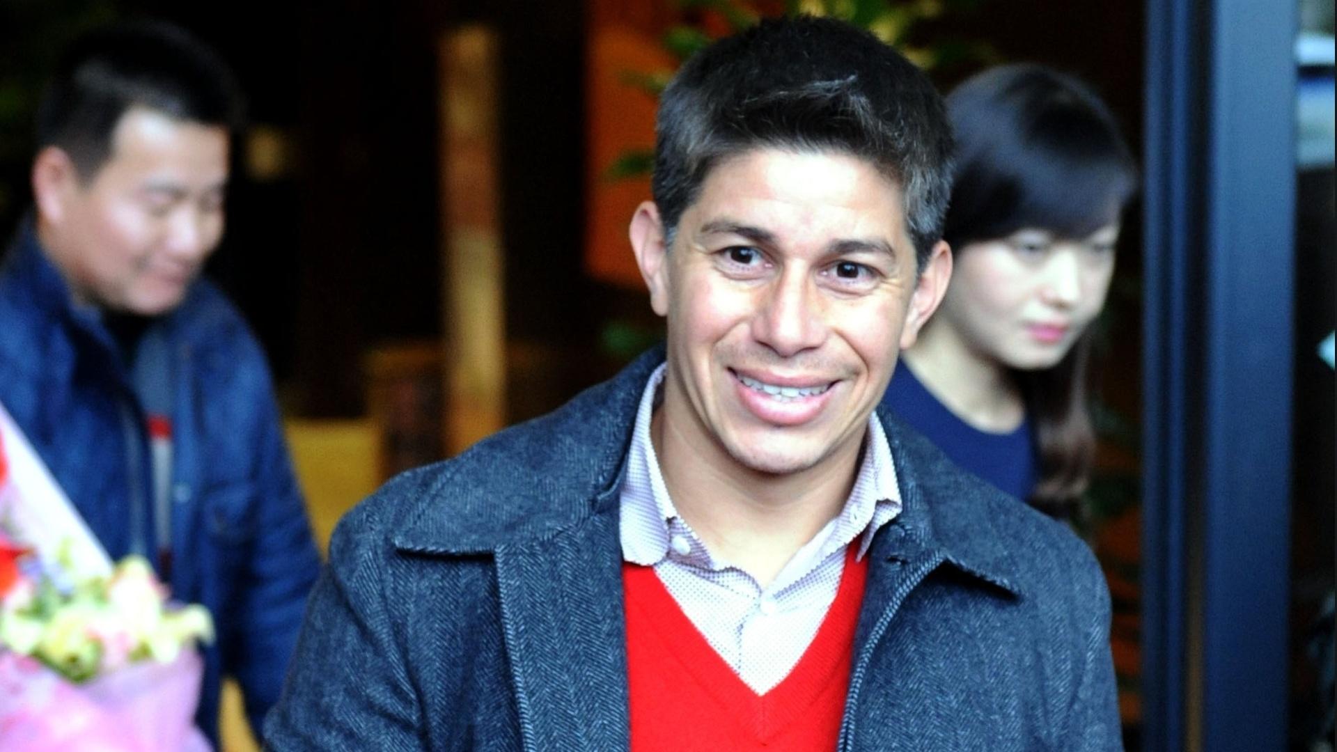 Darío Conca chega à China para se apresentar ao Shanghai SIPG