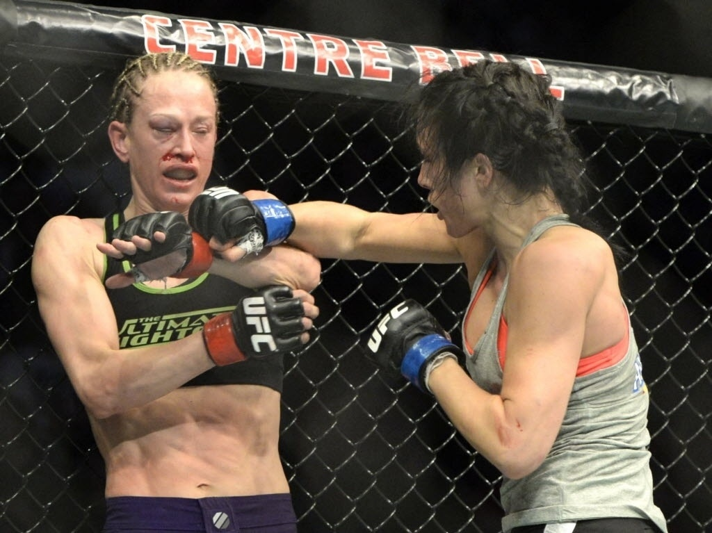 Jessica Rakoczy fica com olho muito machucado após ser atingida por Valerie Letourneau