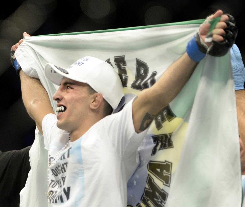 Brasileiro Thomas Almeida comemora sua segunda vitória no UFC