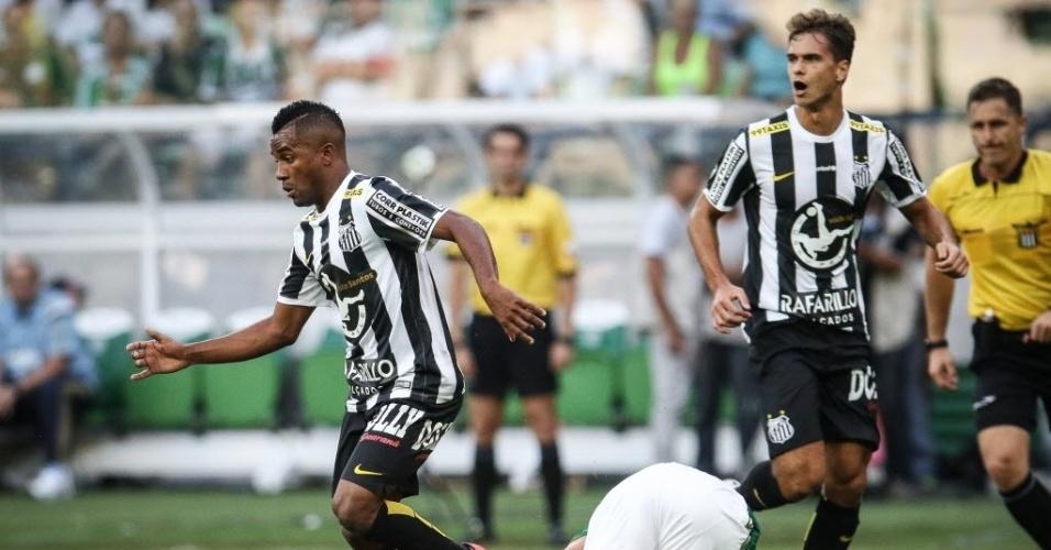 Cicinho sai jogando para o Santos no jogo contra o Palmeiras pelo Paulistão