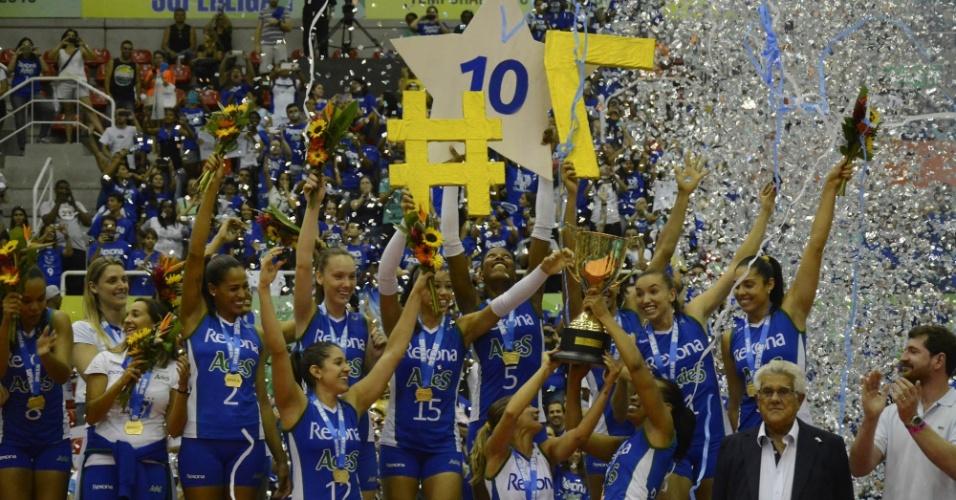 Jogadoras do Rexona/Ades levantam o título da Superliga