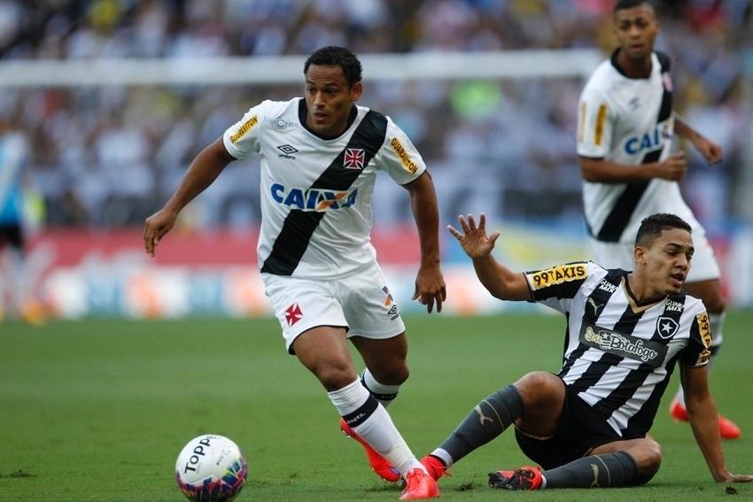 Marcinho disputa a bola na final do Campeonato Carioca, entre Vasco e Botafogo