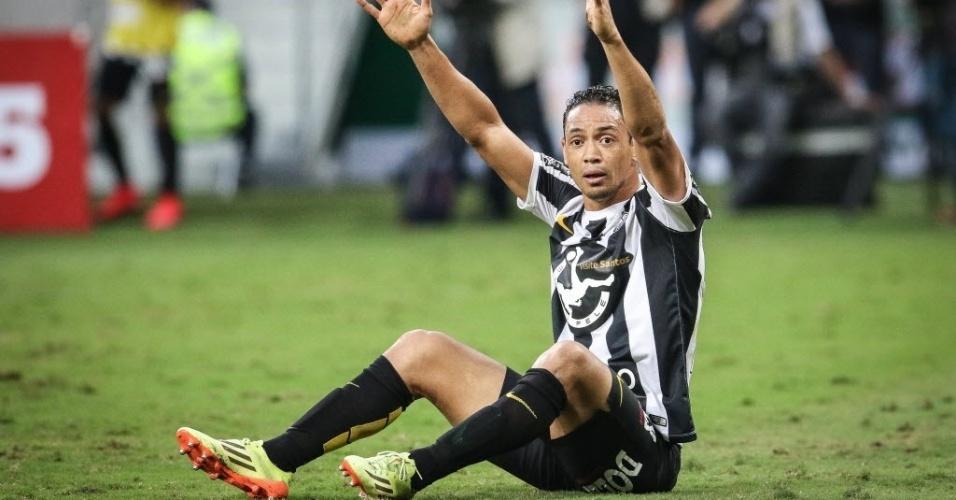 Ricardo Oliveira reclama de falta na partida entre Palmeiras e Santos pelo Paulistão