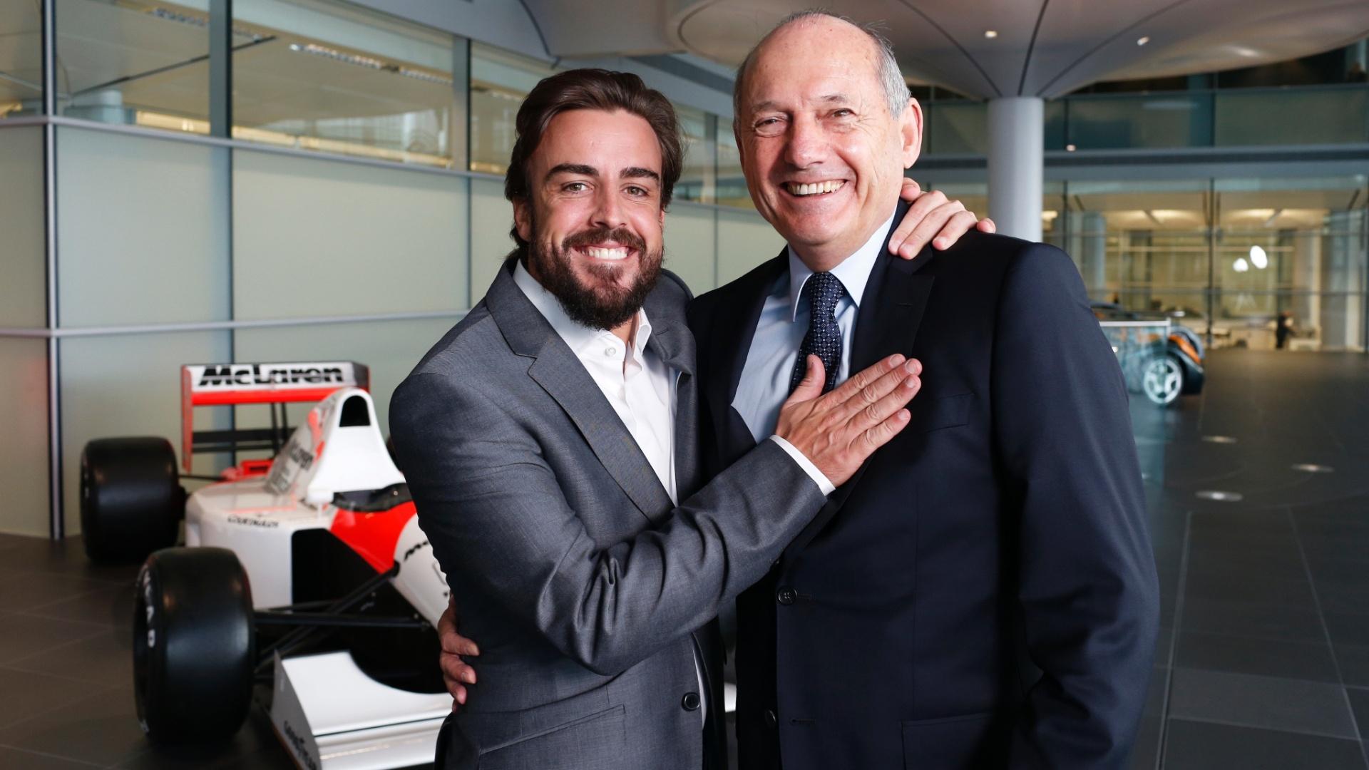 Fernando Alonso e Ron Dennis durante o anúncio do espanhol na McLaren