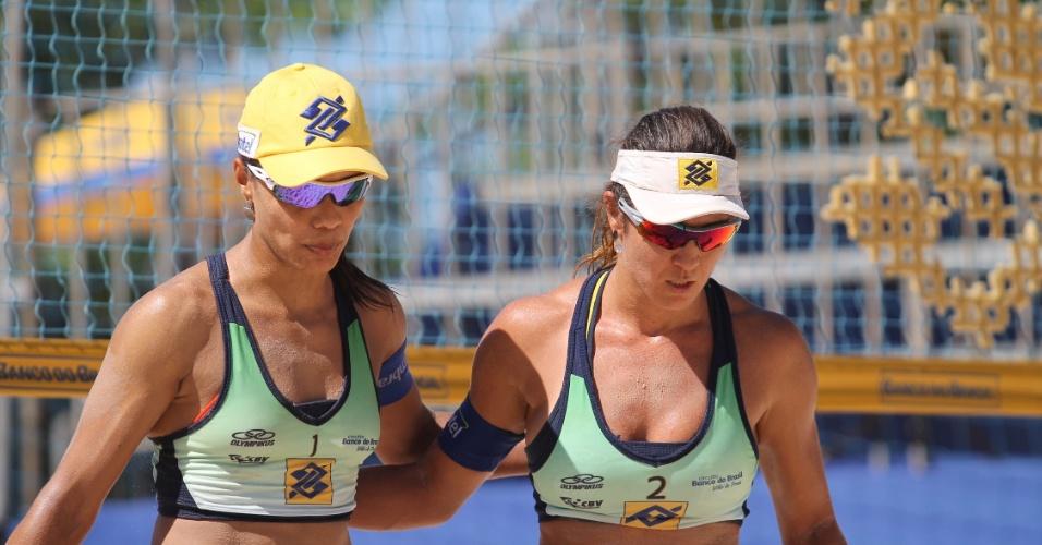 Juliana ao lado da atual parceira Maria Elisa, no Super Praia de 2015