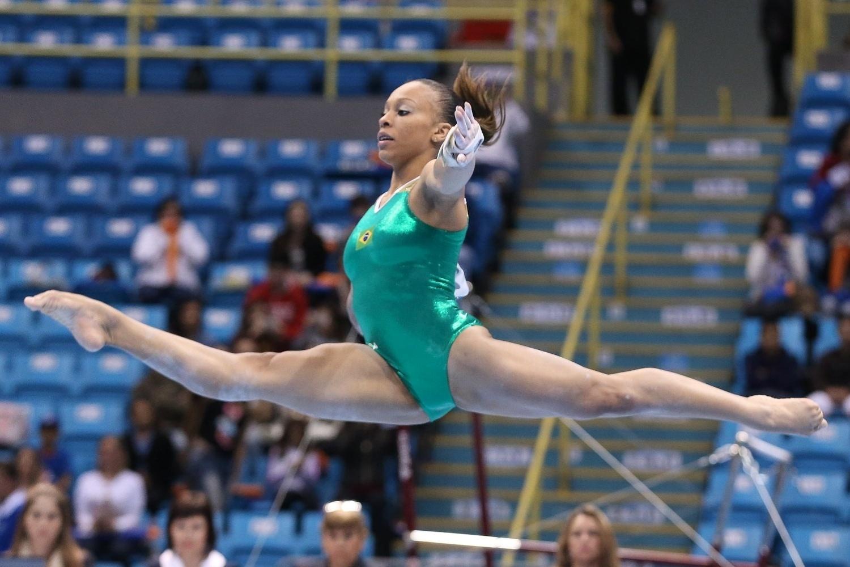 Lorrane Oliveira ficou na segunda posição no solo e também avançou à final